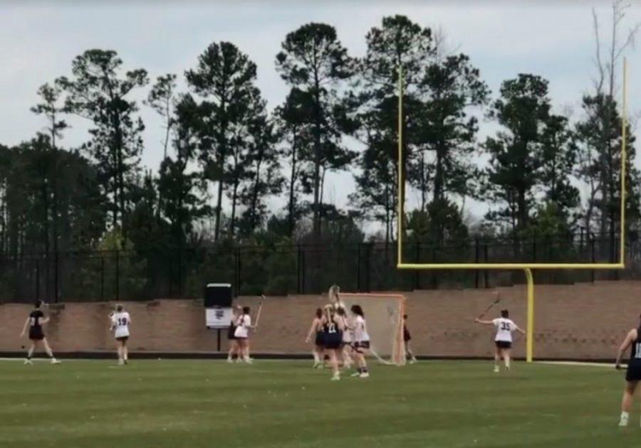 The+women%27s+lacrosse+team+on+the+field.