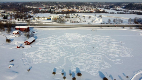 Jane Pyykkö and her volunteers created this snowy masterpiece.