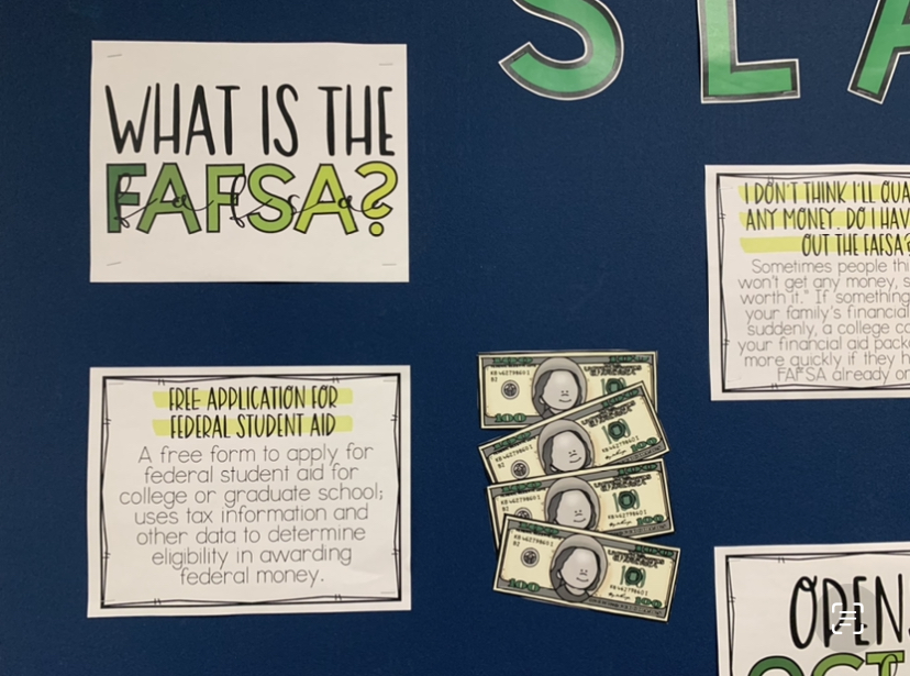 Learn+more+about+FAFSA+on+the+board+in+front+of+Student+Services.+Photo+by+D.+Khan.