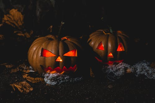 Celebrate Halloween at one of these fun places! Image from Pexels.